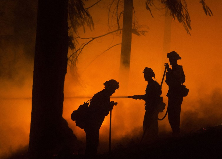 Firefighters battle the King Fire in Fresh Pond, California on September 17, 2014. (REUTERS/Noah Berger)