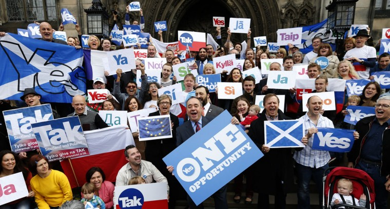 Scotland's First Minister Alex Salmond (front center) poses with supporters of the 'Yes Campaign', in Edinburgh, Scotland on September 9, 2014. (REUTERS/Russell Cheyne)