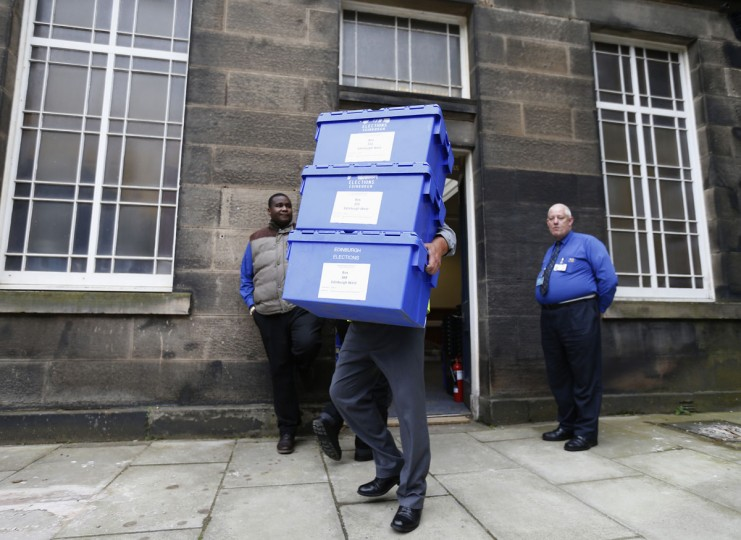 Ballot boxes are carried from New Parliament House on their way to polling stations in Edinburgh, Scotland, on September 17, 2014. (REUTERS/Russell Cheyne)