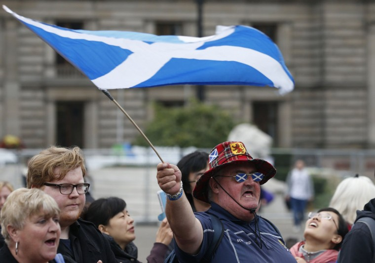 "A supporter of the ""Yes"" campaign reacts in George Square after the referendum on Scottish independence in Glasgow, Scotland September 19, 2014. (REUTERS/Cathal McNaughton)"