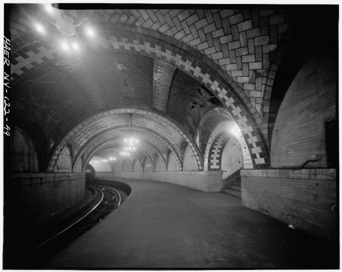 City Hall station, platform and gustavino vaults. Interborough Rapid Transit Subway (Original Line), New York, New York County, NY. (Library of Congress)