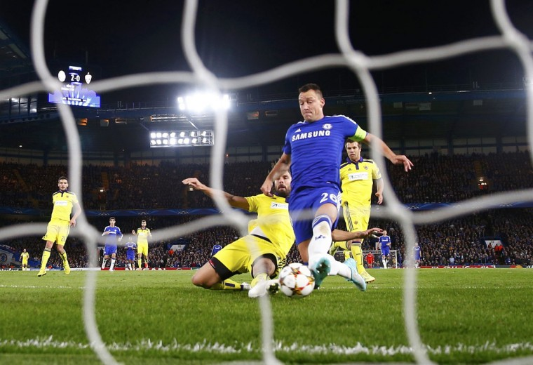 Chelsea's John Terry scores a goal during their Champions League Group G soccer match against Maribor at Stamford Bridge in London October 21, 2014. (REUTERS/Eddie Keogh)