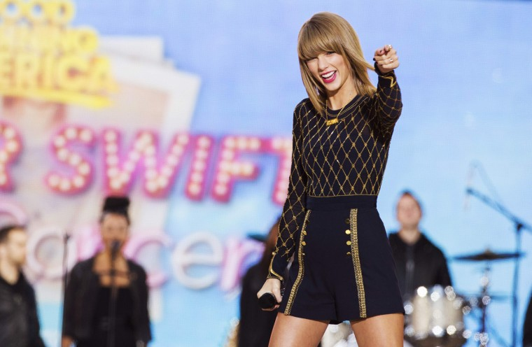 "Singer Taylor Swift performs on ABC's ""Good Morning America"" to promote her new album ""1989"" in New York, October 30, 2014. REUTERS/Lucas Jackson"
