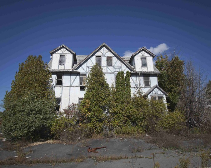 An abandoned hotel is pictured in the Catskills region of New York October 5, 2014. (Carlo Allegri/Reuters)