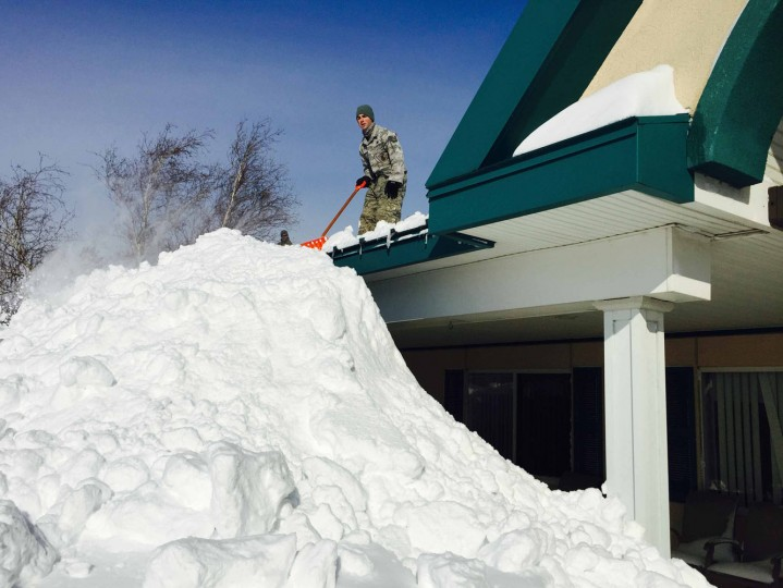 A New York Air National Guard Airman from the 107th Airlift Wing based in Niagara Falls assists in snow removal efforts from the roof of the Eden Heights Assisted Living Facility in West Seneca, New York, in this handout photo provided by Maj. Mark Frank, Joint Force Headquarters of the New York National Guard, taken November 19, 2014. New York Governor Andrew Cuomo directed the mobilization of more than 240 National Guard Soldiers and Airmen from area units to assist local authorities with snow removal or traffic control as regions of Western New York saw more than six feet of snowfall in just 72 hours. (Maj. Mark Frank, Joint Force Headquarters of the New York National Guard/Reuters)