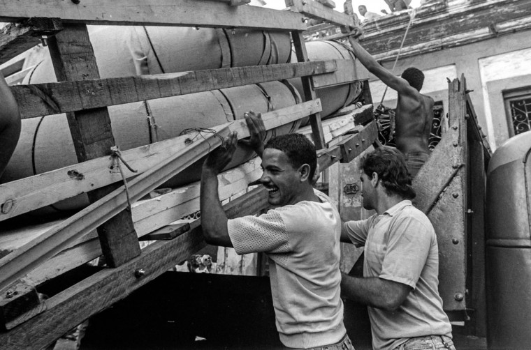 A makeshift boat is lowered from a roof where it was constructed by would-be emigrants, as they take it to launch into the Straits of Florida towards the U.S., on the last day of the 1994 Cuban Exodus in Havana on September 13, 1994. (REUTERS/Rolando Pujol Rodriguez)