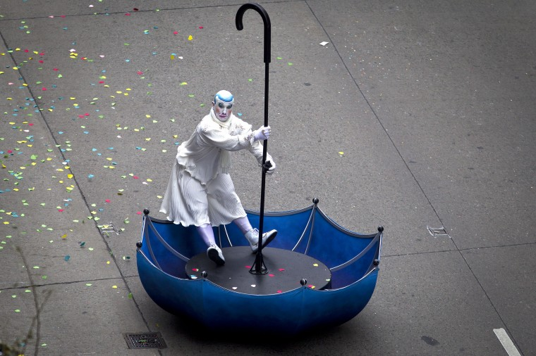 A participant makes his way down 6th Ave during the Macy's Thanksgiving Day Parade, in New York. (REUTERS/Carlo Allegri)