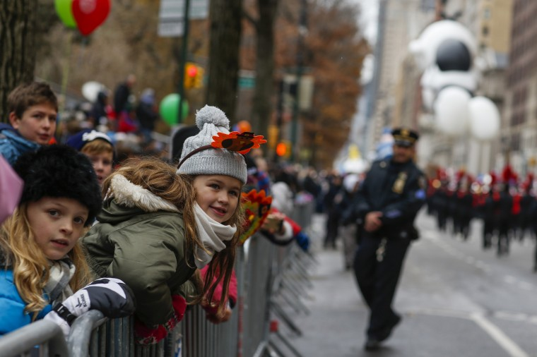 Children try to watch the 88th Macy's Thanksgiving Day Parade in New York. (REUTERS/Eduardo Munoz)