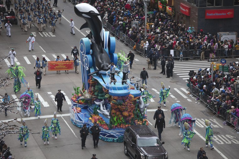 The Sea World float makes its way down 6th Ave during the Macy's Thanksgiving Day Parade. (REUTERS/Carlo Allegri)