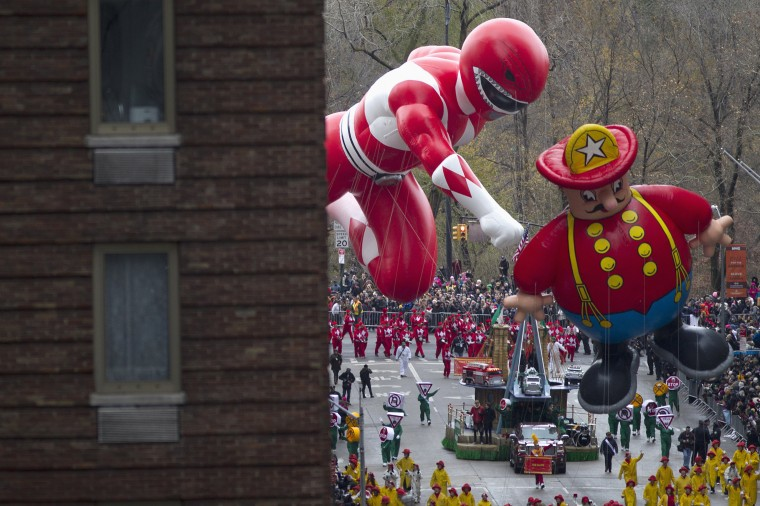 Floats make their way down 6th Ave during the Macy's Thanksgiving Day Parade in New York. (REUTERS/Carlo Allegri)