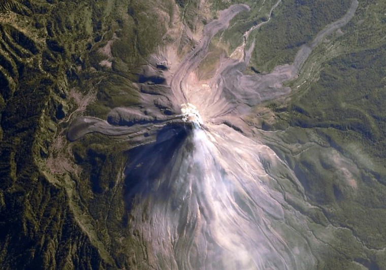 A volcano in Mexico oozes fresh lava and a bit of steam. (Reid Wiseman/NASA)