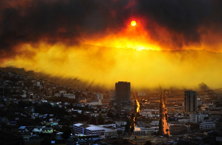 General view during a fire in Valparaiso, 110 km west of Santiago, Chile, on April 12, 2014. Authorities decreed a red alert for the area after the fire consumed more than 100 houses. ALBERTO MIRANDA/AFP/Getty Images