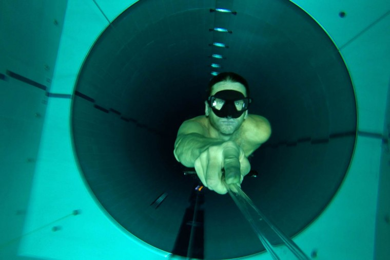 """Italian former legend of free diving, Umberto Pelizzari swims up during an apnea course at the """"Y-40 The Deep Joy"""" swimming pool in Montegrotto Terme, northeastern Italy. The swimming pool is built over thermal sources bringing after cooling down a water at 32-34 degrees Celsius. Y-40, with its depth of 42mt, is officially included in the Guinness World Record as the deepest pool in the world for free and scuba diving. (Olivier Morin/Getty Images)"""