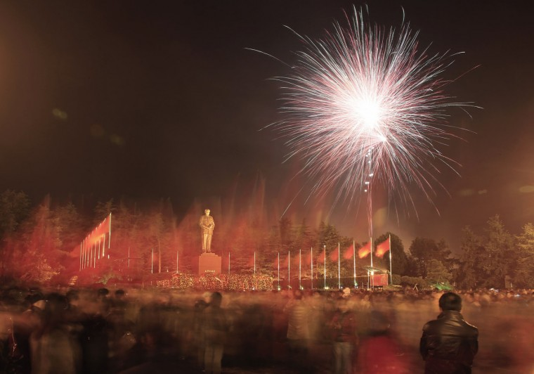Fireworks explode above a square as nearly 100,000 people gather to celebrate the 121th birth anniversary of China's former Communist Party leader Mao Zedong in hometown of Shaoshan, Hunan province December 26, 2014. arious commemorative activities will be held nationwide to mark the day. REUTERS/Stringer