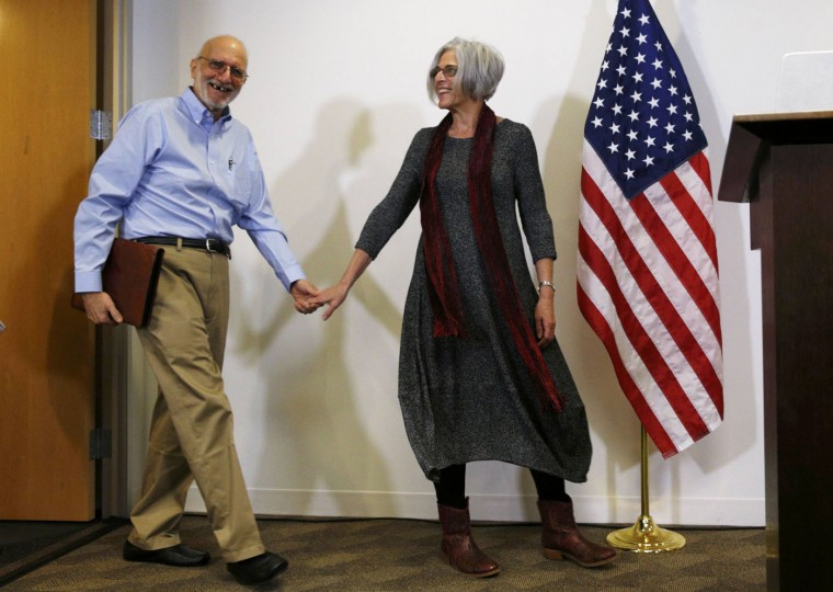 Alan and Judy Gross arrive for a news conference in Washington December 17, 2014, after Cuba released Alan Gross after five years in prison. REUTERS/Kevin Lamarque