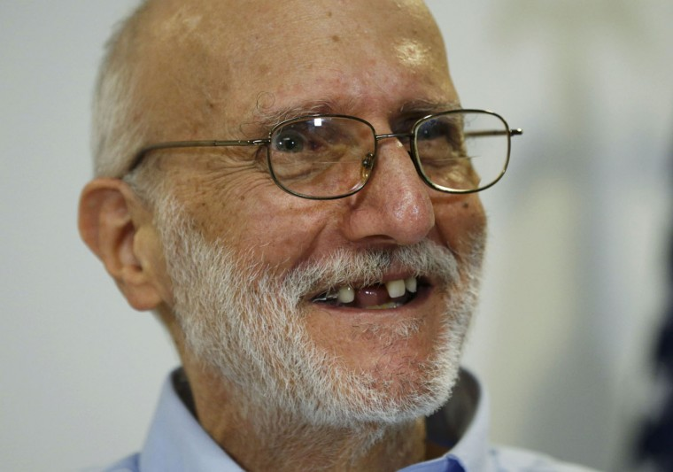 Alan Gross smiles while addressing a news conference in Washington hours after his release from Cuba on December 17, 2014. Cuba released Gross after five years in prison in a reported prisoner exchange. REUTERS/Kevin Lamarque