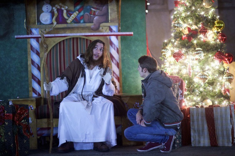 "Michael Hartley, 21, visiting from England, listens to counsel by Michael Grant, 28, ""Philly Jesus,"" in Philadelphia, Pennsylvania December 14, 2014. (Mark Makela/Reuters)"