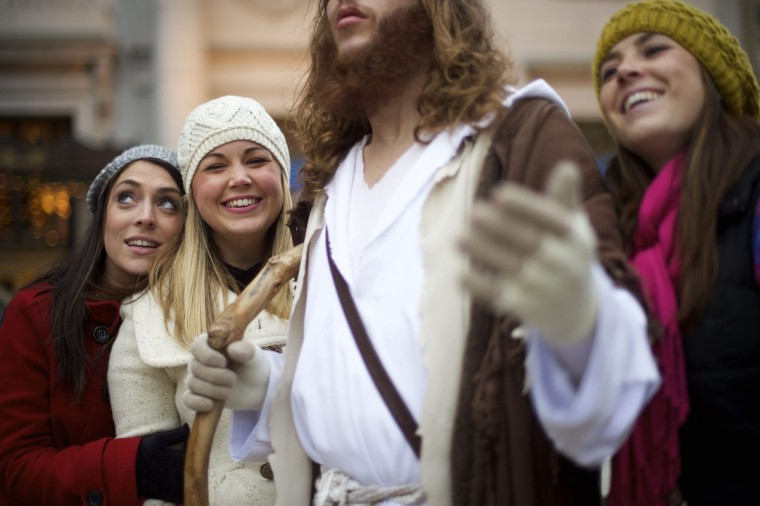 "(L-R) Brigit Curran, Gail Render, and Alison Nardello request a photo taken with Michael Grant, 28, ""Philly Jesus,"" (center) in Philadelphia, Pennsylvania December 14, 2014. (Mark Makela/Reuters)"