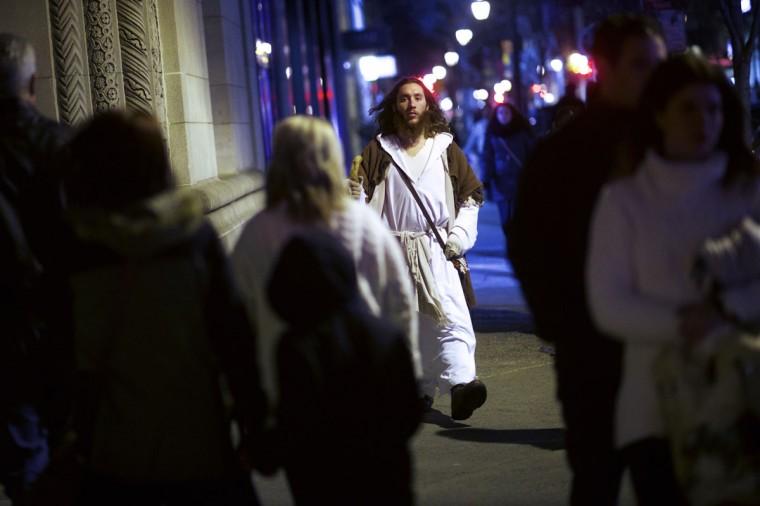 "Michael Grant, 28, ""Philly Jesus,"" walks the center city streets in Philadelphia, Pennsylvania December 14, 2014. (Mark Makela/Reuters)"