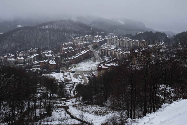 A general view of the eastern Serbian town of Majdanpek, December 4, 2014. Electricity workers in Serbia struggled through snow, ice and treacherous terrain on Thursday to restore electricity to the eastern town left shivering without power, heating or running water for a fourth day. REUTERS/Marko Djurica