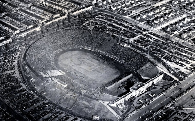 Baltimore Stadium hosts the 1944 Army-Navy game. (Baltimore Sun file photo)