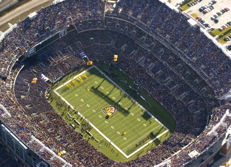 The Army's Golden Knights, their group of elite paratroopers, jump in to M&T Bank Stadium prior to the 2007 Army-Navy game. (Baltimore Sun photo by Doug Kapustin)