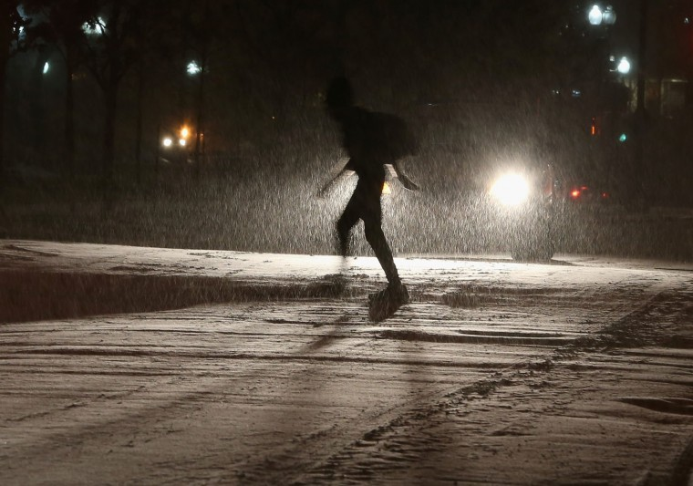 A man walks in the falling snow on Capitol Hill, January 6, 2015 in Washington, DC. Later today Congress will convene its first session of the 114th Congress with Republicans controlling both the House and Senate. (Photo by Mark Wilson/Getty Images)