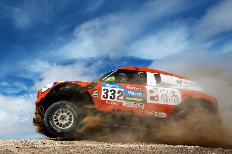 #332 Zhou Yong of China and Andreas Schulz of Germany for Perfect China-Health 100-Yong Team and ALL4RACING Mini compete in the Atacama Desert during day 10 of the Dakar Rally between Iquique on Calama January 13, 2015 in Iquique, Chile. (Photo by Dean Mouhtaropoulos/Getty Images)