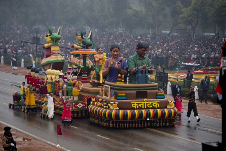 A float moves down the parade route as President Barack Obama and first lady Michelle Obama view the Republic Day Parade in New Delhi, India, Monday, Jan. 26, 2015. President Obama is the Chief Guest for this year's parade. (AP Photo/Carolyn Kaster)