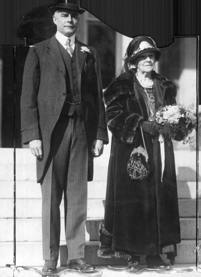 Governor Albert C. Ritchie stands with his mother during the 1924 inauguration. (Baltimore Sun file photo)