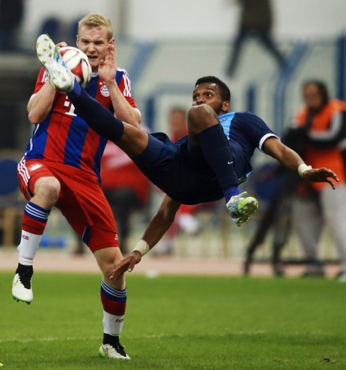 Sebastian Rode (L) of Muenchen is challenged by Sultan Abdullah Alduayyi of Al-Hilal during the friendly match between Al Hilal and Bayern Muenchen in Riyadh, Saudi Arabia. (Alex Grimm/Bongarts/Getty Images)