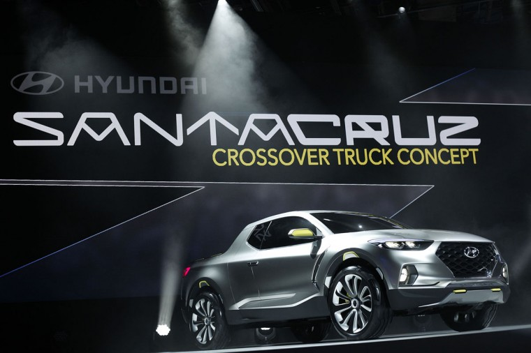 Hyundai reveals the Santa Cruz concept to the media at the 2015 North American International Auto Show (NAIAS) on January 12, 2015 in Detroit. (Photo by Bill Pugliano/Getty Images)