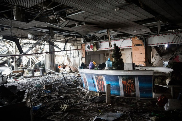 A sports bar sits amongst the wreckage of the destroyed Donetsk airport on February 26, 2015 in Donetsk, Ukraine. The Donetsk airport has been one of the most heavily fought over pieces of land between the Ukrainian army and pro-Russian rebels. (Photo by Andrew Burton/Getty Images)