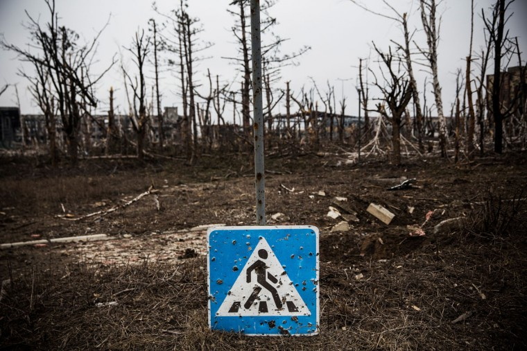 A roadsign sits partially damaged near the Donetsk airport on February 26, 2015 in Donetsk, Ukraine. The Donetsk airport has been one of the most heavily fought over pieces of land between the Ukrainian army and pro-Russian rebels. (Photo by Andrew Burton/Getty Images)