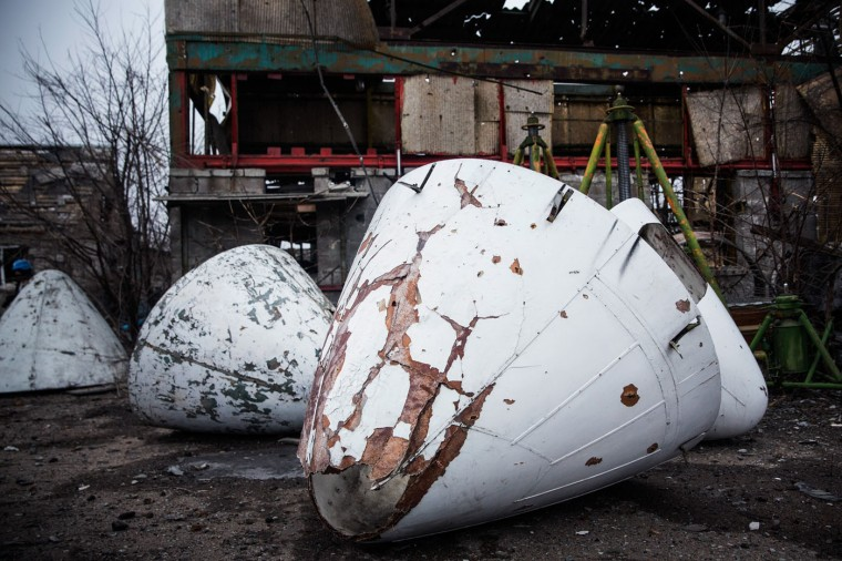 Airplane noses sit partially damaged near the Donetsk airport on February 26, 2015 in Donetsk, Ukraine. The Donetsk airport has been one of the most heavily fought over pieces of land between the Ukrainian army and pro-Russian rebels. (Photo by Andrew Burton/Getty Images)