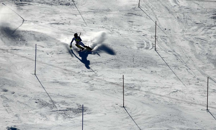United States' Mikaela Shiffrin races down the course during the womenís slalom competition at the alpine skiing world championships in Beaver Creek, Colo. AP Photo/John Locher