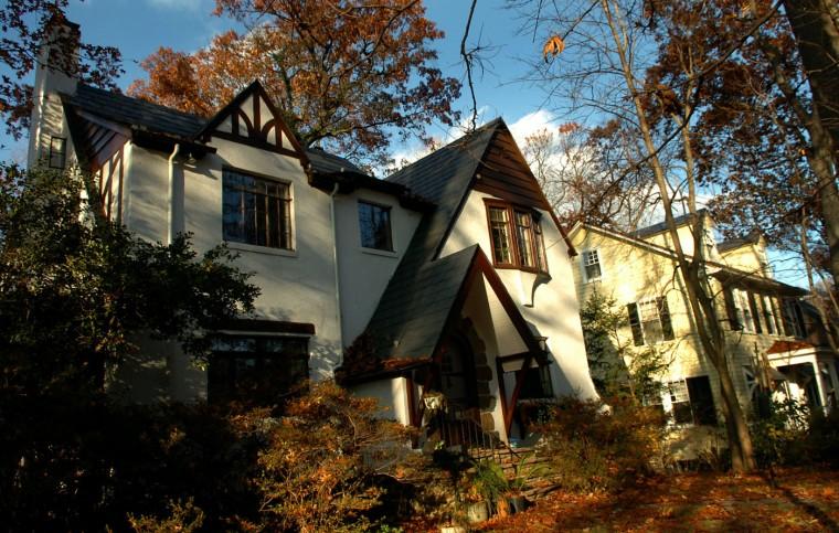A home on South Rd. in Mt. Washington. Glenn Fawcett, Sun file photo, 11/27/07.