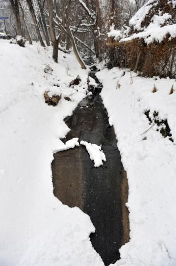 A stream behind a sign near the Mt. Washington light rail station. Kim Hairston, Sun file photo, 1/28/11.