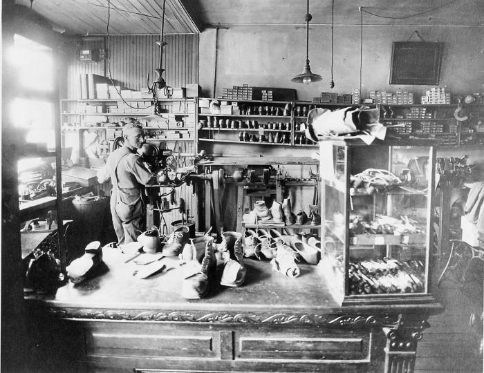 A cobblershop in Mount Washington. Sun file photo, August 10, 1952.