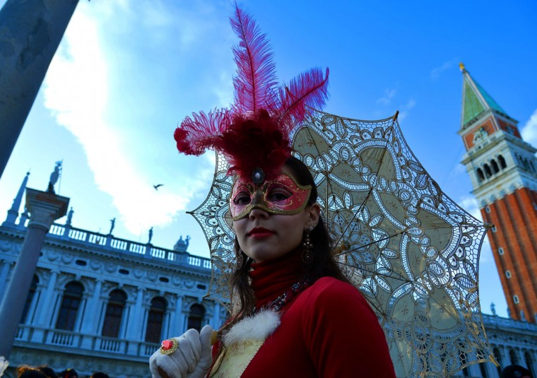 A costumed reveler poses on St Mark's square during the carnival on February 7, 2015 in Venice. (VINCENZO PINTO/AFP/Getty Images)