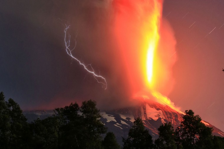 Picture released by Atonchile showing the Villarrica volcano, 1200 km from Santiago, in southern Chile which began erupting on March 3, 2015 forcing the evacuation of some 3,000 people in nearby villages. The Villarrica volcano, one of Chile's most active, began erupting around 3:00 am (0600 GMT), prompting authorities to declare a red alert and cancel classes in schools, the National Emergency Office said. (Carlos Rocuant)