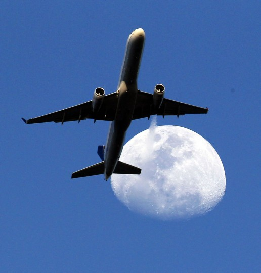 United Airlines flight #UA1600 from Newark, N.J., crosses the Waxing Gibbous moon as it approaches Los Angeles International Airport in Whittier, Monday, March 30, 2015. (AP Photo/Nick Ut)
