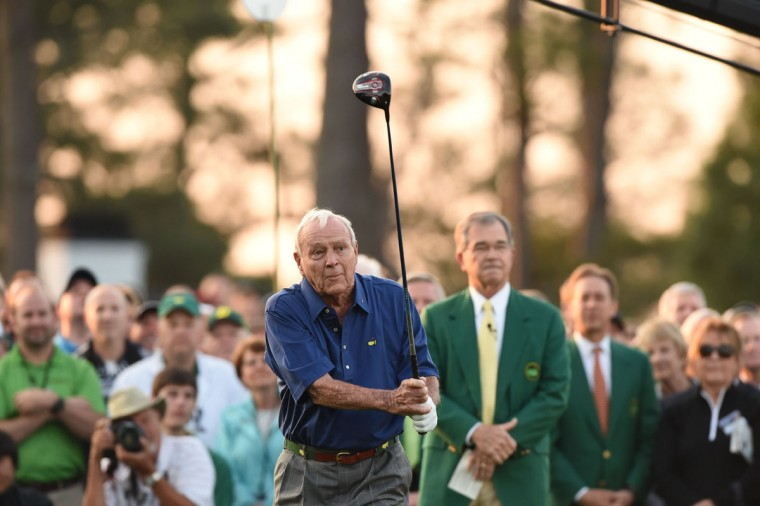Honorary starter Arnold Palmer of the US begins Round 1 of the 79th Masters Golf Tournament at Augusta National Golf Club on April 9, 2015, in Augusta, Georgia. (AFP Photo/P /timothy )