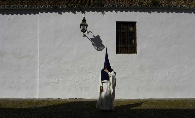 "A hooded penitent from ""La Sangre"" brotherhood takes part during a Holy Week procession in Cordoba, Spain, Tuesday, March 31, 2015. Hundreds of processions take place throughout Spain during the Easter Holy Week. (AP Photo/Manu Fernandez)"