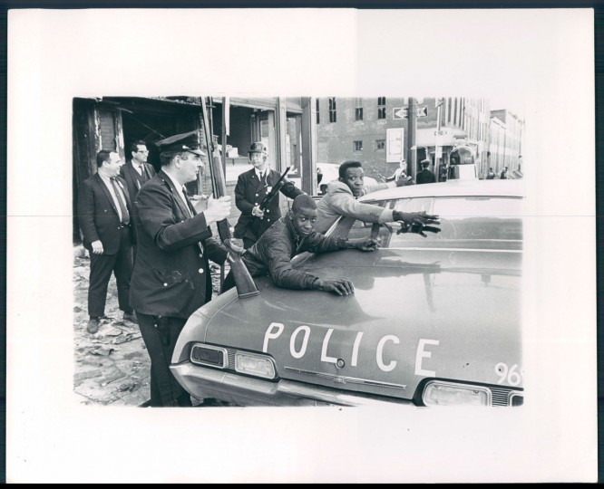 Looters at Greenmount Ave. and Biddle St. William L. LaForce, Baltimore Sun