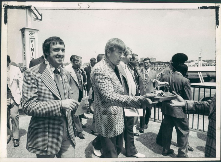 Johnny Unitas, accompanied by television star Jim Nabors, goes to Pimlico winner's circle to present trophy to winner of John Unitas Purse in second race. (Carl D. Harris/Baltimore Sun)