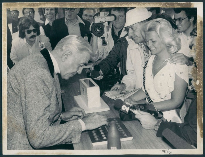Actor Lorne Green and Miss Preakness Sharon Harrison, draw the post positions for the Preakenss. (Joseph A. DiPaola/Baltimore Sun, 1980)