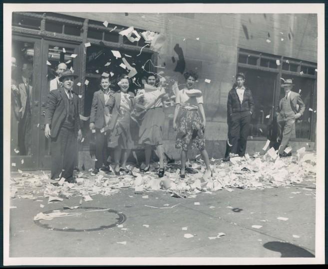Crowds celebrate V-E Day in Baltimore. (Baltimore Sun archives)