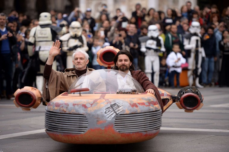 "Cosplayers dressed ""Star Wars"" characters Obi Wan Kenobi and Anakin Skywalker attend a Star Wars Day event in Milan on May 3, 2015. (AFP Photo/Filippo Monteforte)"
