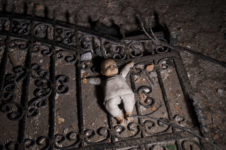 A picture taken on May 10, 2015 shows a doll on the ground at the entrance to a destroyed house following clashes between Macedonian police and an armed group in Kumanovo. Shooting broke out for a second day on May 10 in north Macedonia as concern mounted in Europe after clashes between police and unidentified gunmen that erupted on May 9 at dawn in the restive Balkan nation left at least six officers dead along with some 30 injured. (AFP Photo/P /armend )